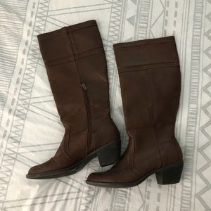 Brown leather zip-up boots!
